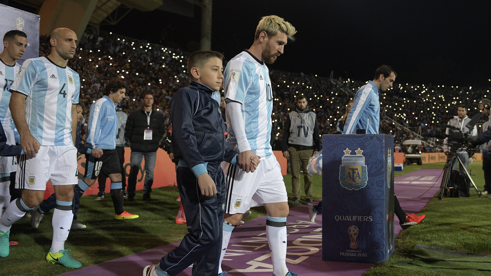 Argentina's Lionel Messi (C) enters the field before their Russia 2018 World Cup qualifier football match against Uruguay in Mendoza, Argentina, on September 1, 2016. / AFP / JUAN MABROMATA        (Photo credit should read JUAN MABROMATA/AFP/Getty Images)